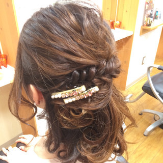 ねじり ミディアム 時短 二次会 ヘアスタイルや髪型の写真・画像