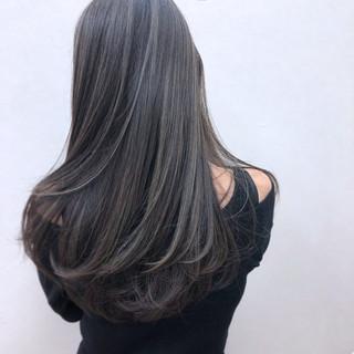 外国人風 暗髪 ハイライト グレージュ ヘアスタイルや髪型の写真・画像