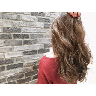 ロング グレージュ ストリート ハイライト ヘアスタイルや髪型の写真・画像