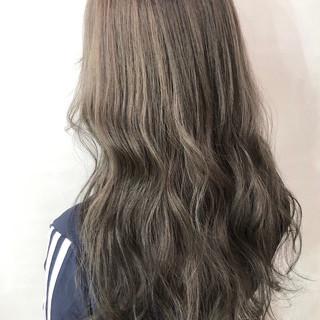 ヌーディーベージュ アッシュベージュ 極細ハイライト 大人ハイライト ヘアスタイルや髪型の写真・画像
