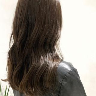 ブルーアッシュ アッシュグレー アッシュグレージュ グレーアッシュ ヘアスタイルや髪型の写真・画像