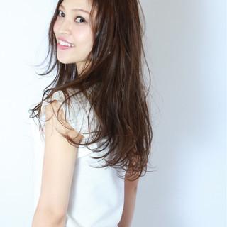 ロング 黒髪 フェミニン 暗髪 ヘアスタイルや髪型の写真・画像