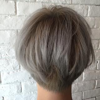 ショート シルバー ガーリー 透明感 ヘアスタイルや髪型の写真・画像