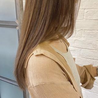 インナーカラー 切りっぱなしボブ ミルクティーグレージュ ロング ヘアスタイルや髪型の写真・画像