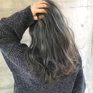 外国人風 ハイライト 透明感 グレージュ ヘアスタイルや髪型の写真・画像