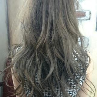 グラデーションカラー アッシュ フェミニン ガーリー ヘアスタイルや髪型の写真・画像