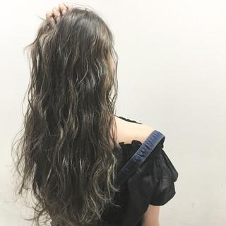 外国人風 アッシュ ストリート ロング ヘアスタイルや髪型の写真・画像