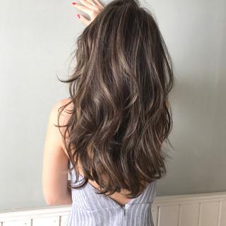 ハイライト ナチュラル 360度どこからみても綺麗なロングヘア レイヤーロングヘア ヘアスタイルや髪型の写真・画像