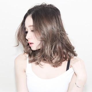 外国人風 ナチュラル 色気 グラデーションカラー ヘアスタイルや髪型の写真・画像