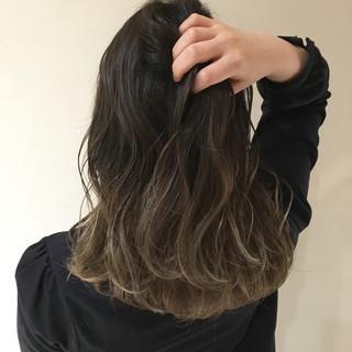 グレージュ ミディアム ストリート デート ヘアスタイルや髪型の写真・画像