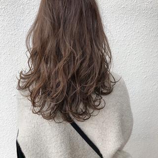 セミロング アンニュイほつれヘア 簡単ヘアアレンジ ベージュ ヘアスタイルや髪型の写真・画像