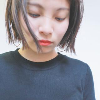 暗髪 ガーリー ワイドバング ショート ヘアスタイルや髪型の写真・画像