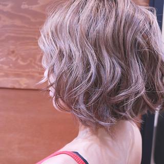 バレイヤージュ ボブ ハイライト 夏 ヘアスタイルや髪型の写真・画像