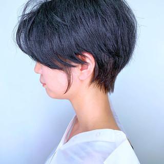 簡単スタイリング 耳かけ ショートヘア ナチュラル ヘアスタイルや髪型の写真・画像