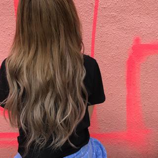 スポーツ イルミナカラー ロング エクステ ヘアスタイルや髪型の写真・画像