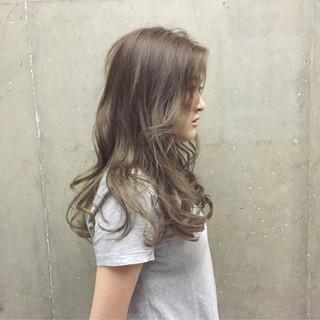 アッシュ ピュア ゆるふわ ロング ヘアスタイルや髪型の写真・画像