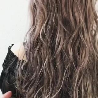 グレージュ ハイトーン ガーリー 外国人風カラー ヘアスタイルや髪型の写真・画像