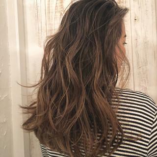 ハイライト ロング 外国人風カラー グレージュ ヘアスタイルや髪型の写真・画像