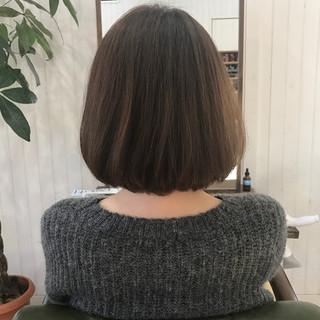 アッシュベージュ ナチュラル 大人女子 艶髪 ヘアスタイルや髪型の写真・画像