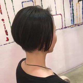 ツーブロック モード ショートボブ アウトドア ヘアスタイルや髪型の写真・画像