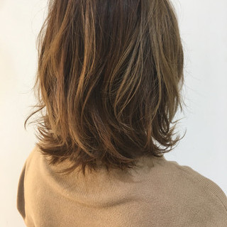 フェミニン ミルクティー アッシュ ミディアム ヘアスタイルや髪型の写真・画像