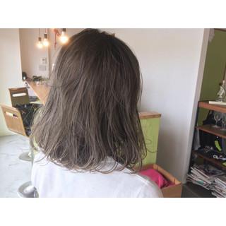透明感 オフィス ウェーブ アンニュイ ヘアスタイルや髪型の写真・画像