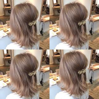 外国人風 ピンクアッシュ 外ハネ 簡単ヘアアレンジ ヘアスタイルや髪型の写真・画像