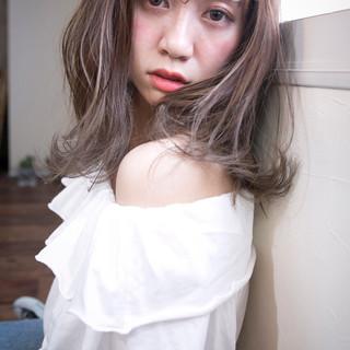 ミディアム ヘアアレンジ 外ハネ デート ヘアスタイルや髪型の写真・画像
