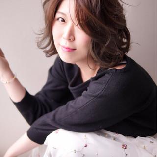 オフィス 小顔 ニュアンス 大人女子 ヘアスタイルや髪型の写真・画像