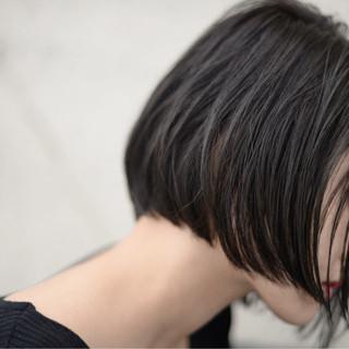 ショートボブ 切りっぱなし 大人女子 ストリート ヘアスタイルや髪型の写真・画像