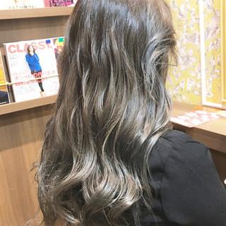 アッシュグレージュ ストリート アッシュベージュ ブルージュ ヘアスタイルや髪型の写真・画像