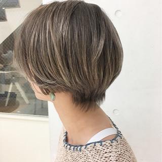 ストリート 耳かけ アッシュ 外国人風カラー ヘアスタイルや髪型の写真・画像