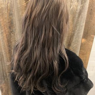 ゆるふわパーマ エレガント ロング ミルクティーベージュ ヘアスタイルや髪型の写真・画像