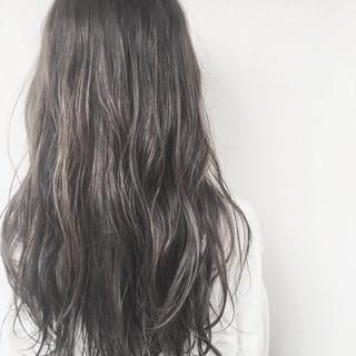 リラックス エレガント ウェーブ ロング ヘアスタイルや髪型の写真・画像