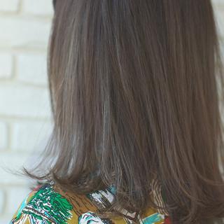 梅雨 アンニュイ オフィス ウェーブ ヘアスタイルや髪型の写真・画像