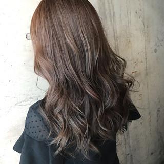 アッシュグレージュ アッシュベージュ ナチュラル バレイヤージュ ヘアスタイルや髪型の写真・画像