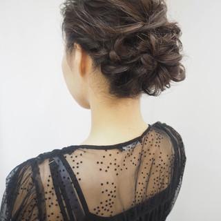 編み込み 簡単ヘアアレンジ 結婚式 ナチュラル ヘアスタイルや髪型の写真・画像