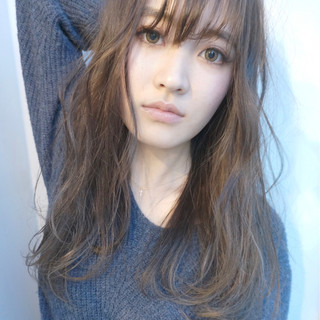 大人女子 アッシュ くせ毛風 ハイライト ヘアスタイルや髪型の写真・画像