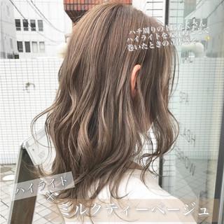 ボブ 3Dハイライト アッシュベージュ ナチュラル ヘアスタイルや髪型の写真・画像