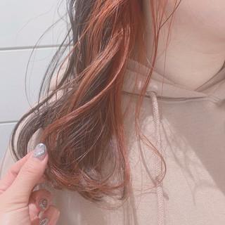 大人ハイライト インナーカラーオレンジ セミロング 3Dハイライト ヘアスタイルや髪型の写真・画像