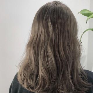 イルミナカラー ウェーブ ナチュラル ベージュ ヘアスタイルや髪型の写真・画像