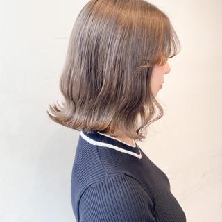 ボブ 切りっぱなしボブ ミルクティー ミルクティーグレージュ ヘアスタイルや髪型の写真・画像