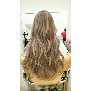 外国人風 波ウェーブ ハイライト グラデーションカラー ヘアスタイルや髪型の写真・画像