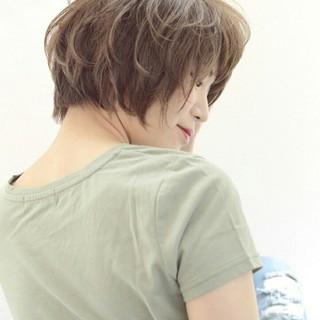 ハイライト フェミニン ショート ナチュラル ヘアスタイルや髪型の写真・画像