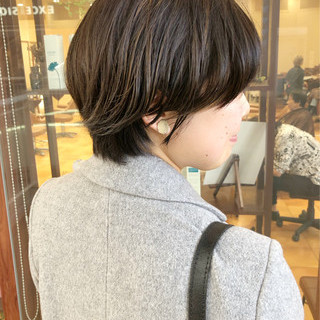 ショート マッシュ カーキアッシュ マッシュショート ヘアスタイルや髪型の写真・画像