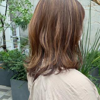 ミディアム ラフ ナチュラル ゆるナチュラル ヘアスタイルや髪型の写真・画像