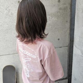 ミディアム ピンク インナーカラー 切りっぱなし ヘアスタイルや髪型の写真・画像