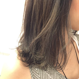 アッシュ グレージュ セミロング ストリート ヘアスタイルや髪型の写真・画像