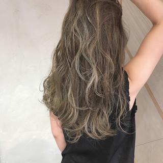 アンニュイ イルミナカラー 外国人風 ハイライト ヘアスタイルや髪型の写真・画像