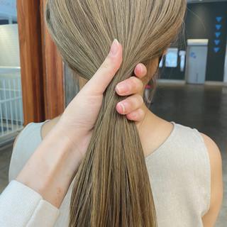 ハイトーン ナチュラル ロング ホワイトベージュ ヘアスタイルや髪型の写真・画像